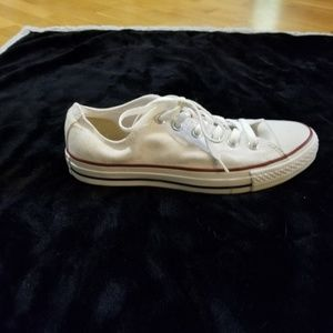 CHUCK TAYLOR CONVERSE ALL STAR  MEN 7  WOMEN 9